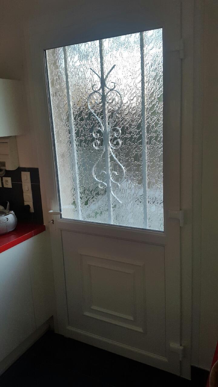 Porte PVC avec grille Deco